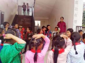 Jenny with the kids at Heshangzhuang