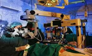 Eye surgery in process at LRBT  (Khi)