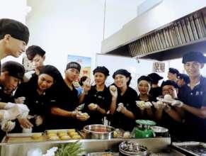 Trainees making mid-autumn mooncake