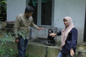ISCP manager ,veterinarian and the male bear cub