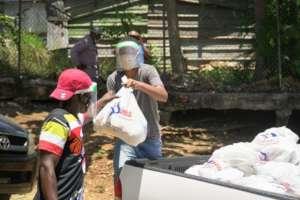 Fundacion Merced gives nutrition & hygiene packs