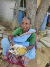 Distributing food in India