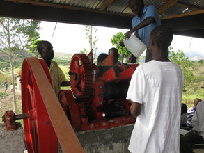 Members of ACHVRO operating the mill