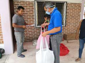 Delivery to families in the Ocosingo