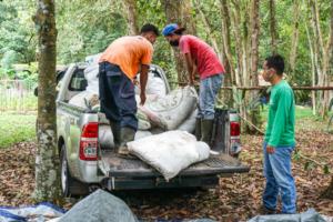 YUM's staffs distributing the manures