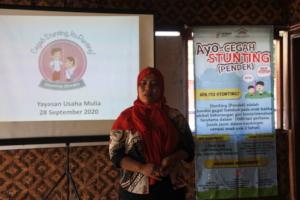 A volunteer health worker practising her speech