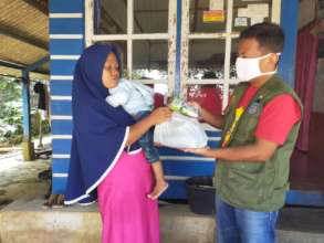YUM's staff distributes food packages