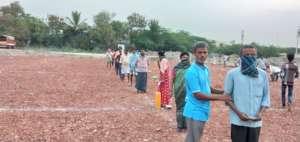indiaagainstcorona migrantworkers getting food