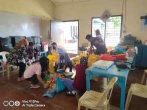 AAI volunteers packing relief for most needy