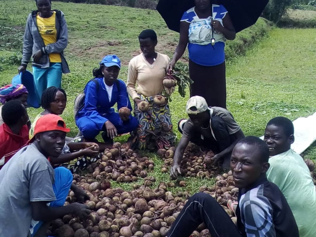 Rapid support of 90 small  young Farmers in Rwanda