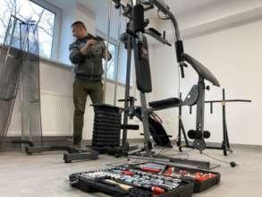 Damian installs a gym.
