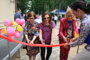 Ribbon cutting by friends of the Foundation