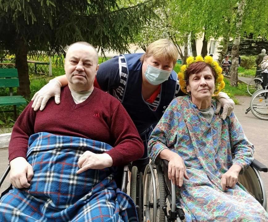 Surviving COVID-19 in Russian Nursing Homes
