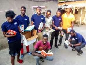 """Tweens"" in Tongogara Refugee Camp donating books"