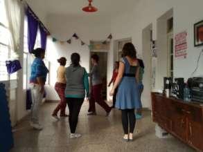 Women together at Casa Comunidad's workshops.
