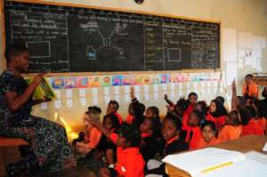 Questions & Ideas Abound As BeeHive Teacher Reads