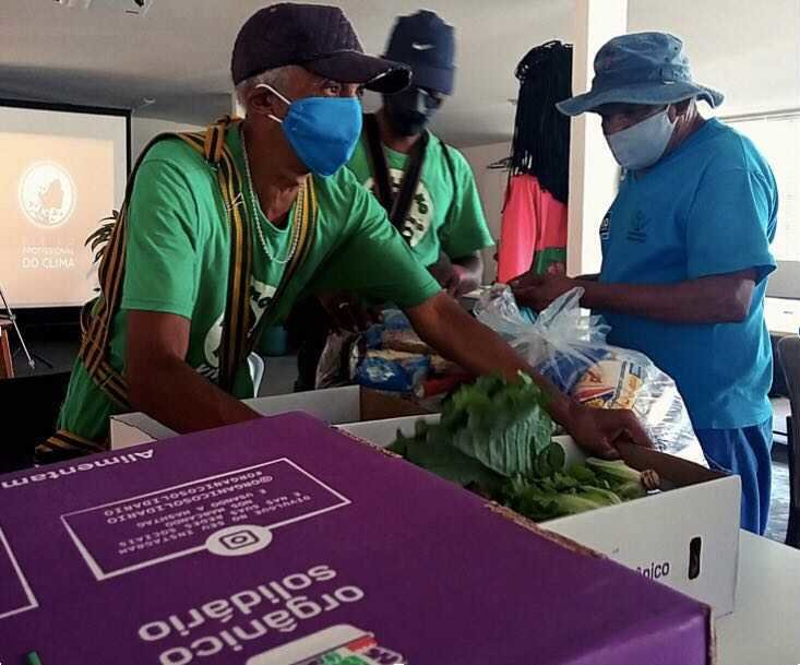 Organic food & education for families in Rio slum