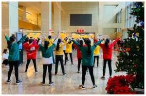 Xmas dance Flash Mob in a hospital lobby
