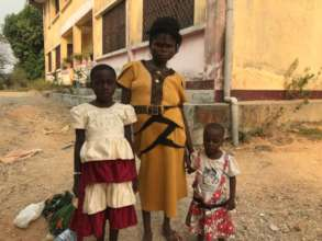 Lucia and her two daughters