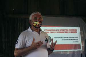 Vicente Giner, specialist in Organic Beekeeping.
