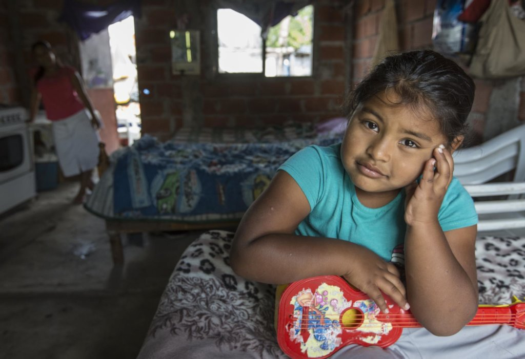 Provide food kits for 300 families in Argentina