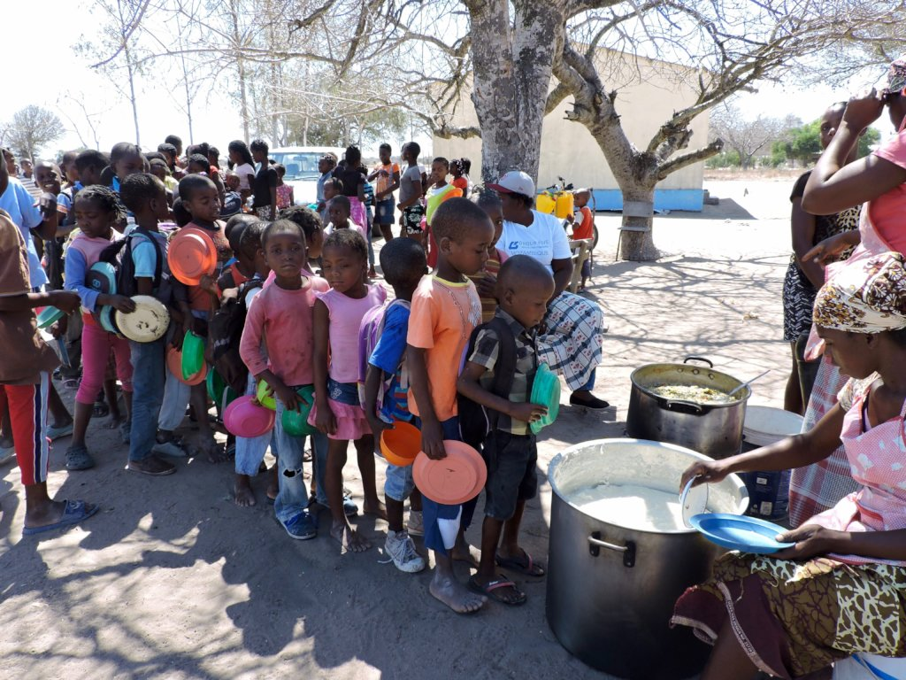 Providing school lunches to kids in Mozambique