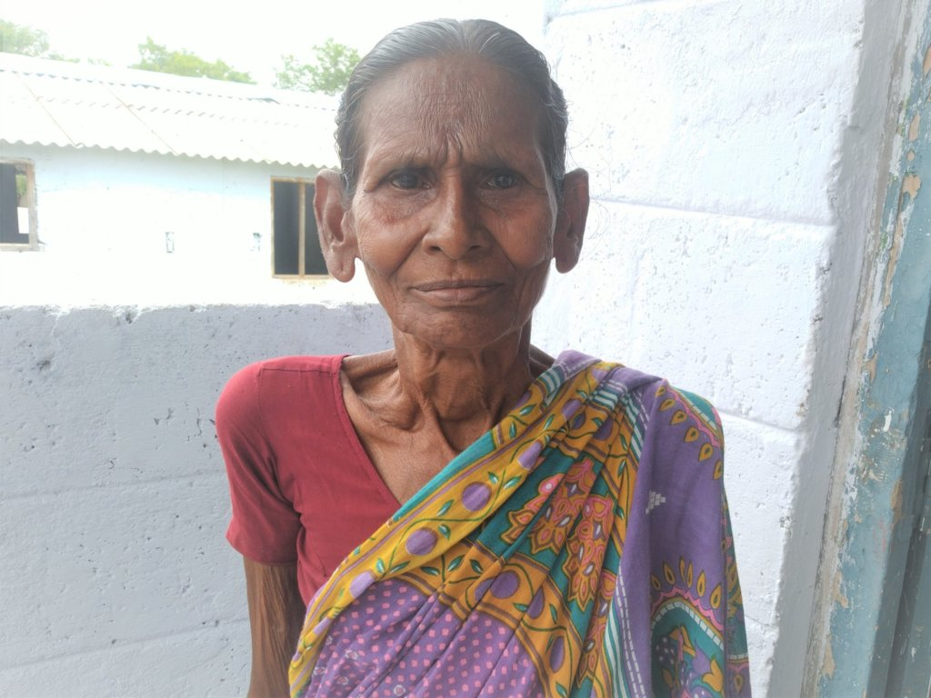 Give daily healthy meals to the aged in India