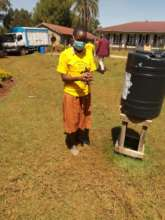 Handwashing in action without running water