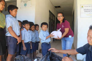 Pre-Covid-19: distributing packages donation