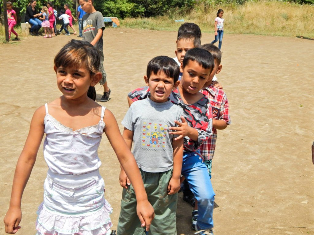 Give education to 60 vulnerable Roma children