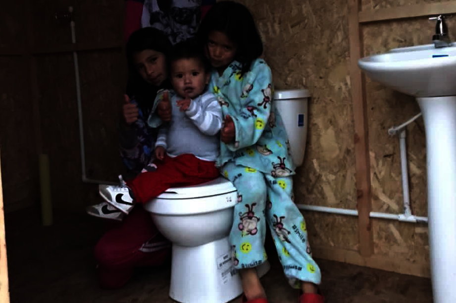 Bathrooms for Colombian families living in poverty