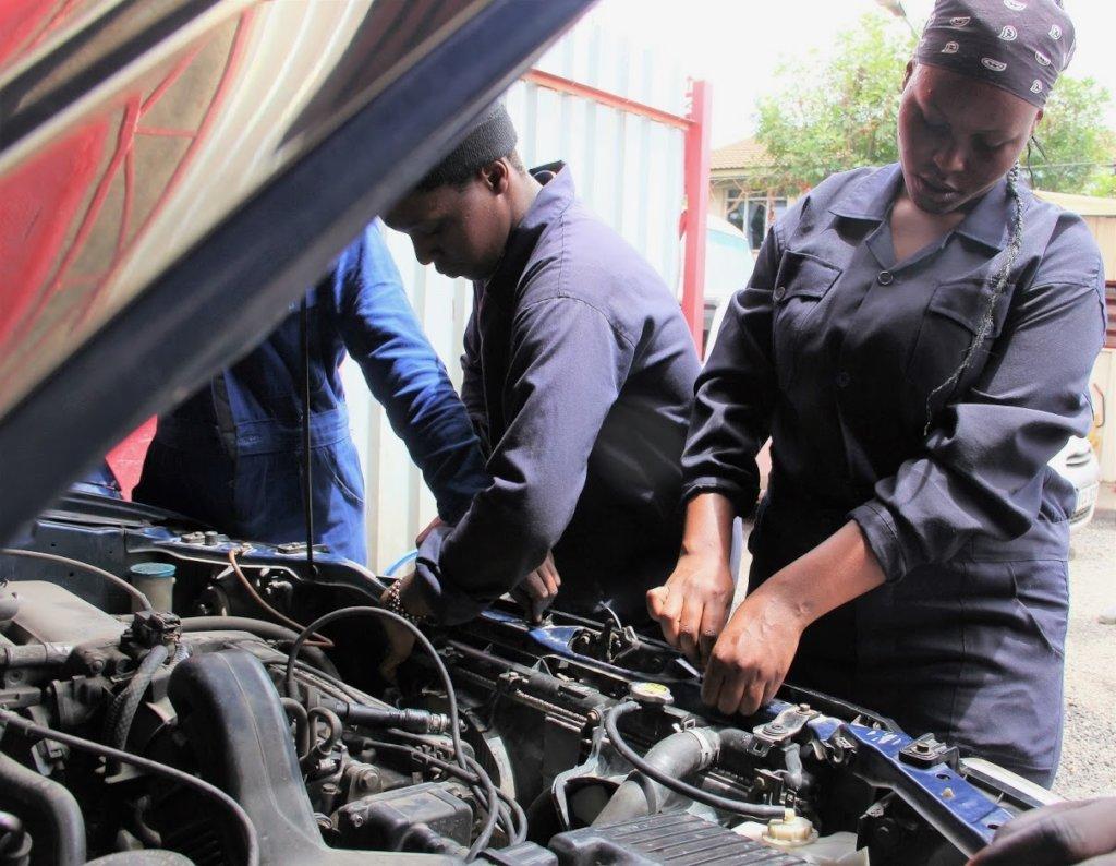 Garage run by female car mechanics in Nairobi slum