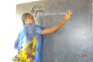 Aissa prepares an exercise for her students