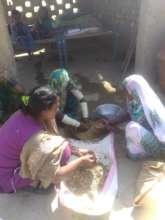 Women learning Nadi filter