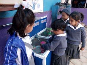 Children during their break fill water bottles