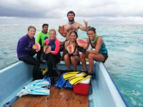 Team in Chinchorro bank doing conch shell studies
