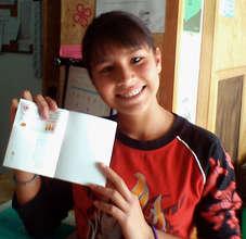 Leslie receiving her scholarship