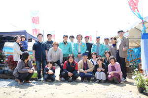 Fellows and community at Rikuzen Takata - ETIC.