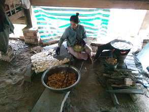 Making banana chip for sale