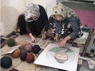 Afghan Women Learn Traditional Carpet Weaving