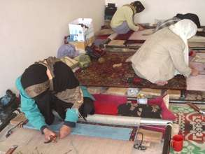 Afghan Women Learn Traditional Carpet Weaving