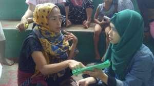 Asmin helping deaf evacuee