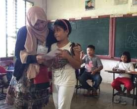 KI Volunteer Hameda giving emotional recovery