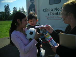 Child and mother receive dental kit