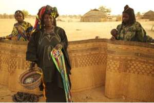 Seiga artisans with Teydeyint  decorative mat