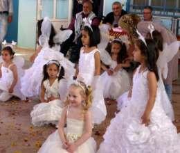 Kindergartener performers on Land Day