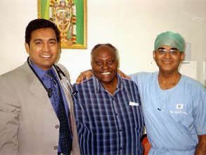 Peter Kamau THAP Chairman with surgeons