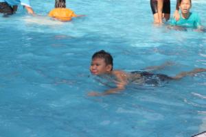 Wen enjoy swimming.