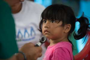 Dr. Camacho, CERI Nat'l Dir of Mexico, treats girl