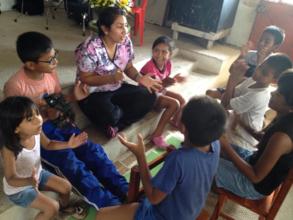 CERI vol entertains children at the medical clinic